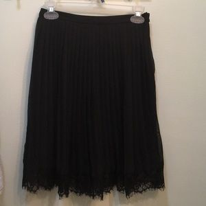 Pleated skirt with lace hem